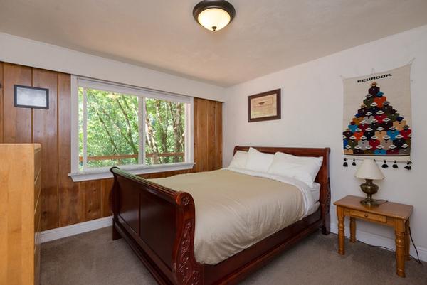 Image Bedroom 1 with queen bed