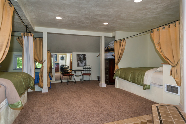 Image Guest House with 3 queen beds